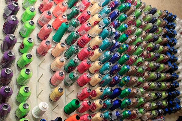 Opciones en hilos de colores